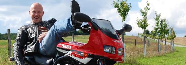 Spokojený Zebin na motorce :-)